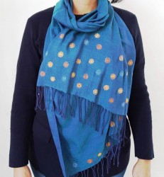 Mavi ipek ,üzeri el nakışı işlemeli şal