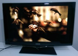 SAMSUNG 40 inch LCD TV - LE40B652T4W