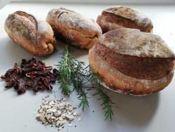 Biberiyeli Kuru Domatesli Ekşi Maya Ekmek