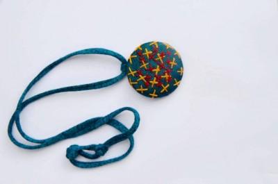 Çapraz Tasarımlı Kutnu Kolye (Mavi)