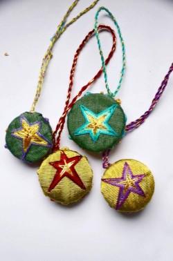 Yıldız Desenli Kutnu Süs (Mavi/Sarı)