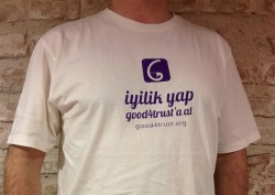 T-Shirt Alarak Good4Trust Projesini Destekle...